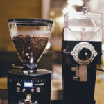 Jak vybrat kávový mlýnek na doma i do kavárny
